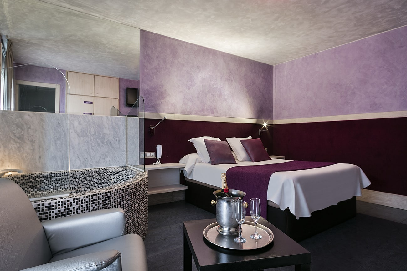 Suite with jacuzzi hotel by the hour Granollers